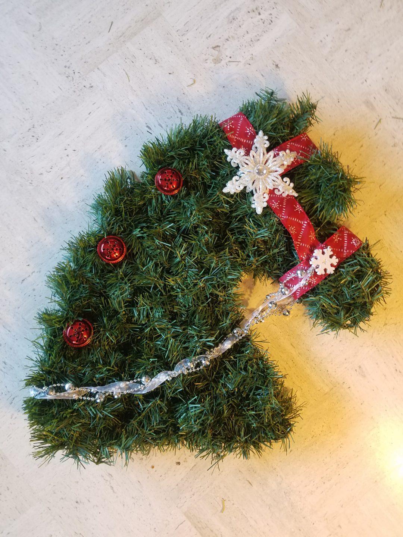 Christmas wreath horse